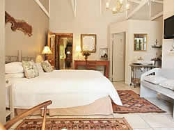 5 Konings Accommodation in Paarl invites you to stay in one of our 4 stylishly decorated, en-suite rooms